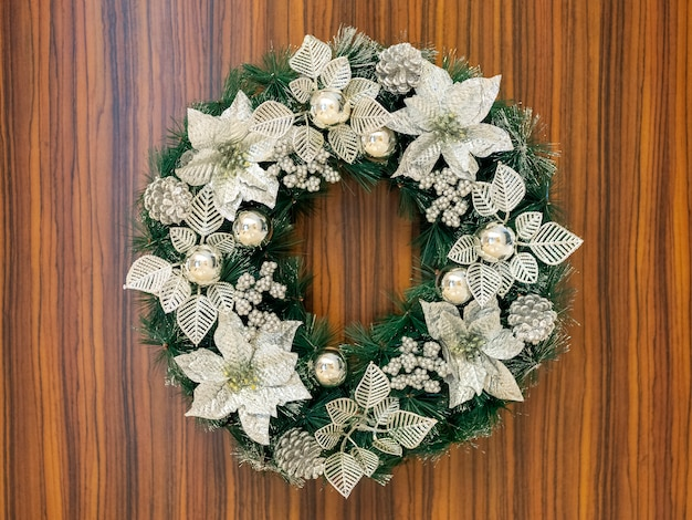 Dekoration des weihnachtsbaums gelegen in bandung, indonesien.