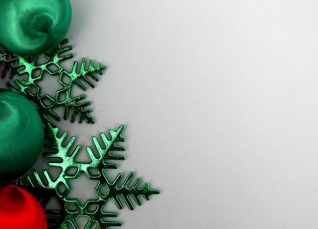 Dekoration für weihnachten mit etwas blauem hintergrund.