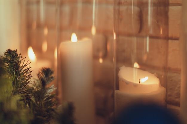 Dekoration für weihnachten und neujahr. kerzen