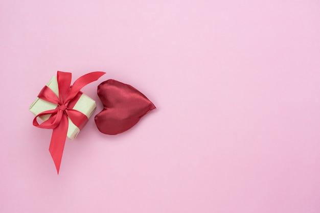 Dekoration valentinstag hintergrund. Premium Fotos