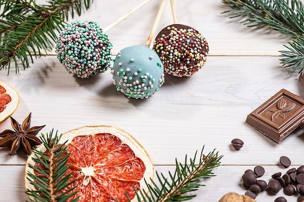 Dekoration von schokoladenkuchen pops
