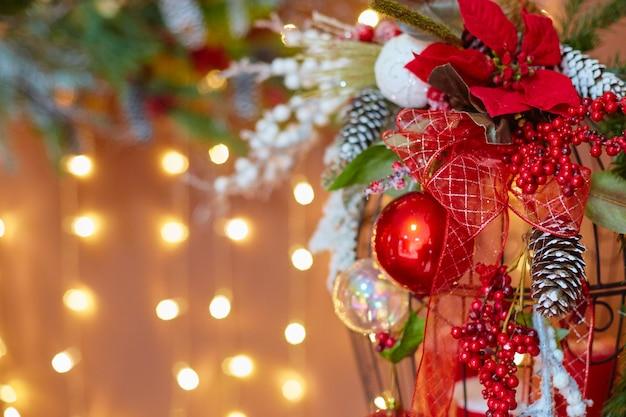 Dekorationen für einen weihnachtsbaum