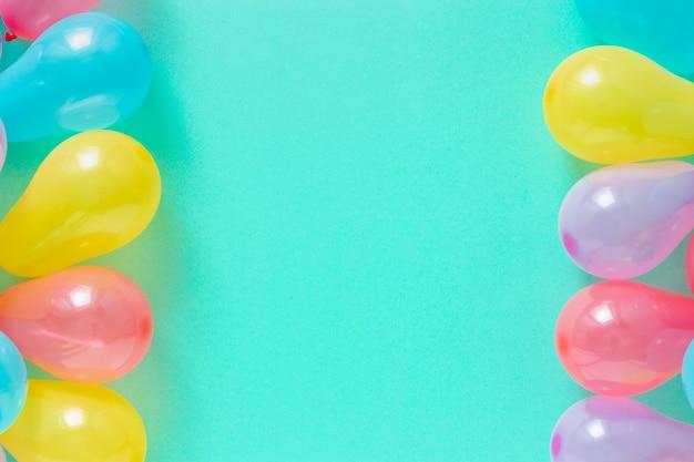 Dekorationsparty mit verschiedenen luftballons