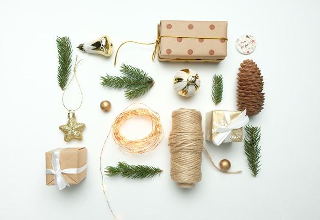 Dekorationsweißhintergrund der frohen weihnachten und des guten rutsch ins neue jahr