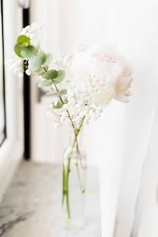 Dekorative blumen in einer vase
