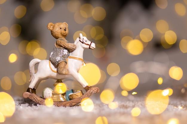 Dekorative figuren eines weihnachtsthemas.