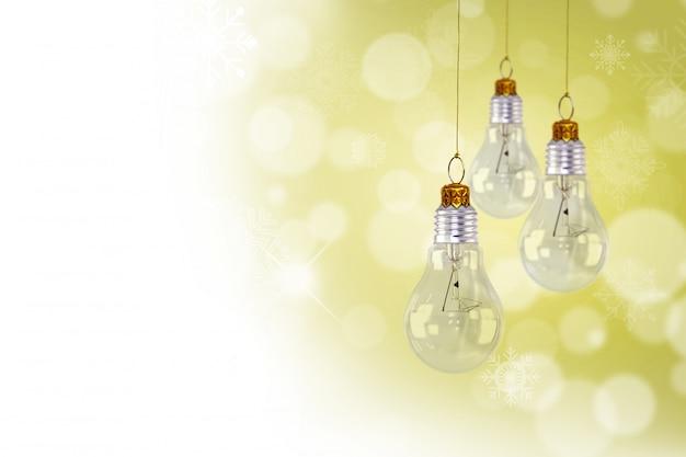 Dekorative glühlampen mit bokeh-effekt hängen