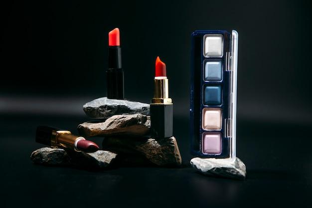 Dekorative kosmetik auf steinernen laufstegen make-up-konzept