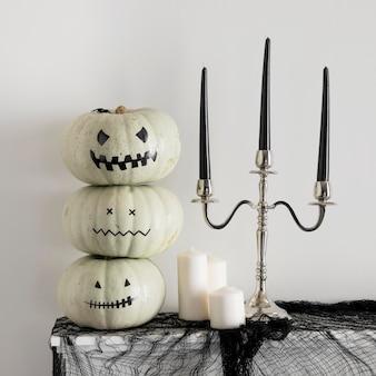Dekorative kürbisse für halloween-feier