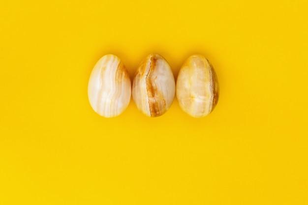 Dekorative ostereier aus edelstein-onyx