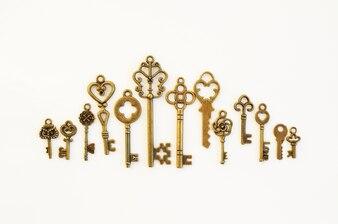 Dekorative Schlüssel in verschiedenen Größen, stilisierte Antike.