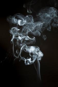 Dekorative silhouette des weißen rauchs