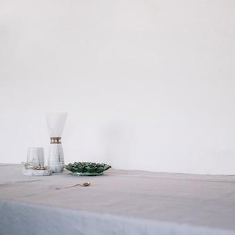 Dekorative utensilien auf dem tisch