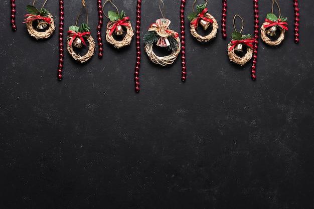 Dekorative weihnachtsanordnung der flachen lage mit kopienraum