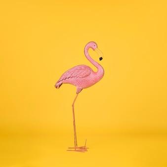 Dekorativer flamingo auf orange hintergrund