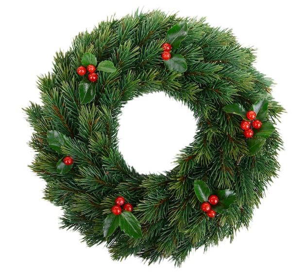Dekorativer weihnachtskranz mit mistelblättern isoliert auf weiß