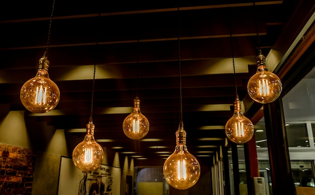 Dekorierte lampe im restaurant