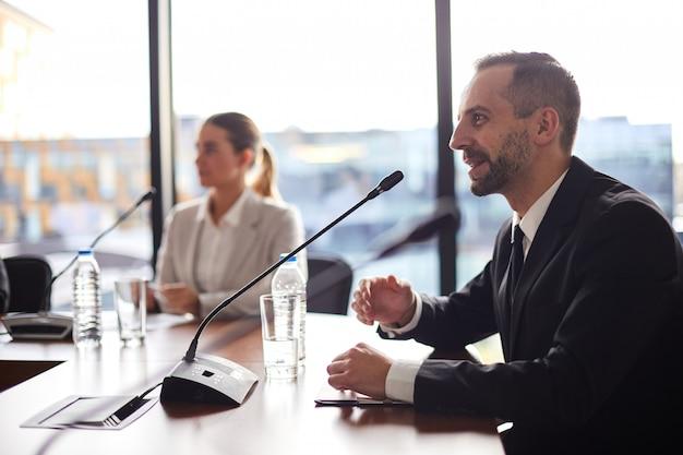 Delegierter spricht