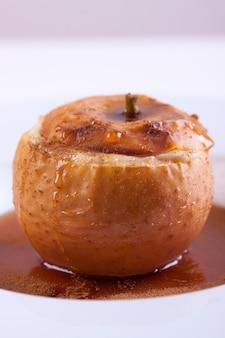 Delicious-apfel mit karamel