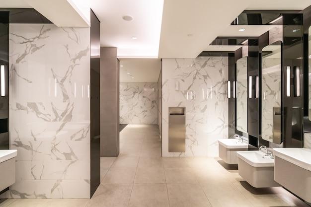 Deluxe badezimmer im einkaufszentrum