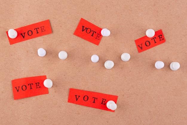Demokratiezusammensetzung im flachen lay-papierstil