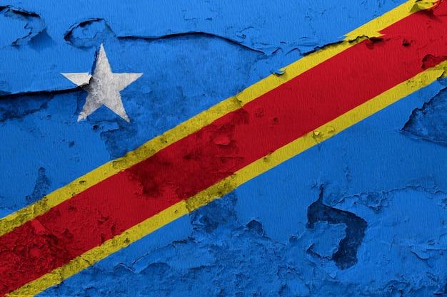 Demokratische republik kongo-flagge gemalt auf der gebrochenen betonmauer