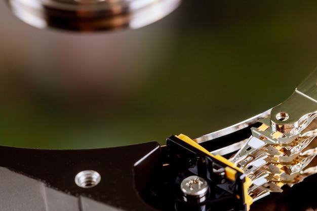 Demontierte festplatte vom computer