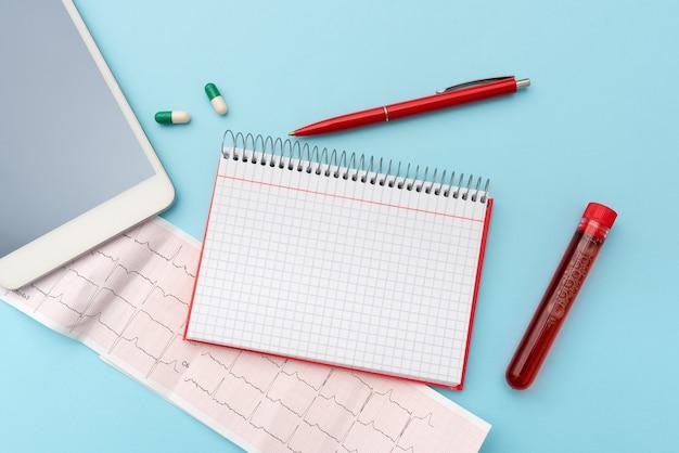 Denken sie an neue, brillante ideen, erneuern sie die kreativität, inspiration, neue möglichkeiten, arbeitsumgebung