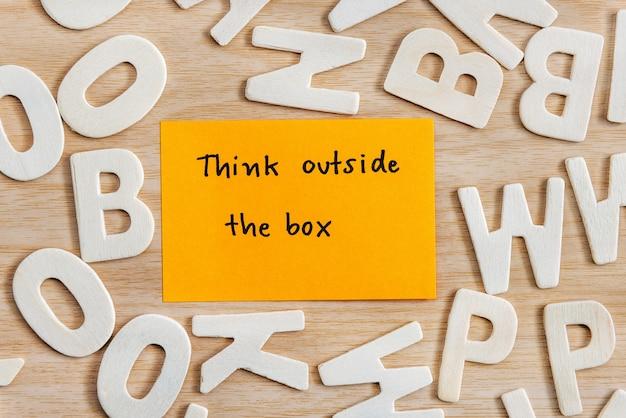 Denken sie außerhalb der box einzigartige konzept