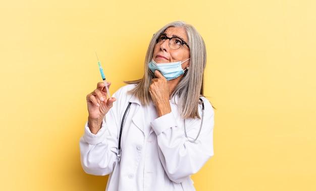 Denken, zweifeln und verwirrt fühlen, mit verschiedenen optionen, sich fragen, welche entscheidung man treffen soll. arzt- und impfkonzept