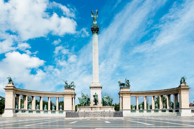 Denkmal auf dem heldenplatz in budapest, ungarn.