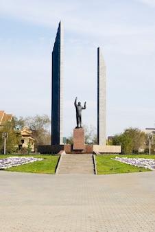 Denkmal für den ersten kosmonauten gagarin, orenburg. russland. 30.08.2009