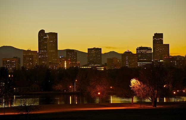 Denver stadtpark und skyline