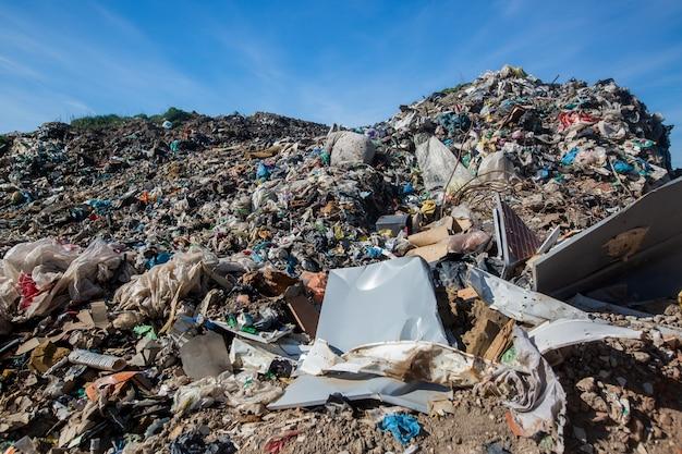 Deponie für hausmüll, ökologische katastrophe, ökologiekonzept