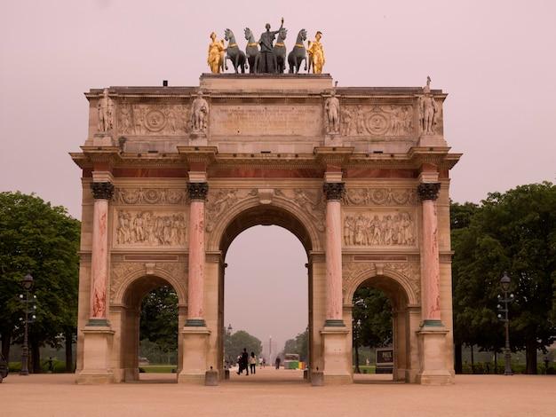 Der arc de triomphe in paris frankreich