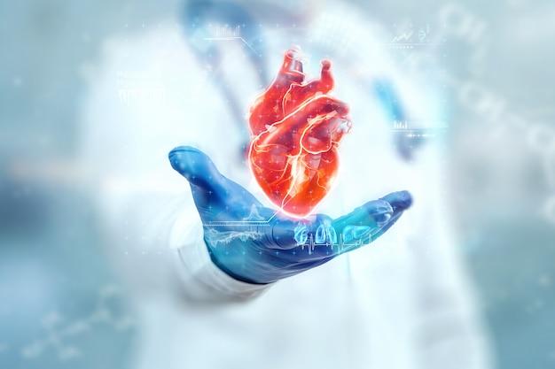Der arzt betrachtet das herzhologramm, überprüft das testergebnis auf der virtuellen oberfläche und analysiert die daten. herzkrankheiten, herzinfarkt, innovative technologien, medizin der zukunft.