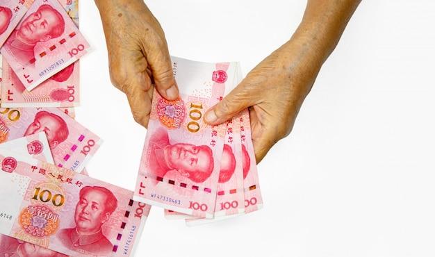 Der ausbruch des coronavirus beginnt sich auf die chinesische haushaltswirtschaft auszuwirken