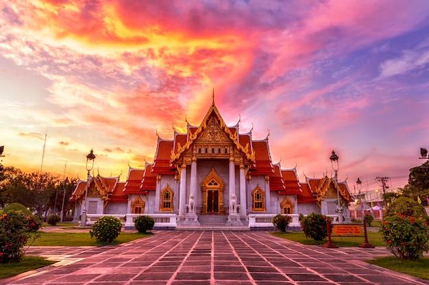 Der berühmte marmortempel, bangkok, thailand.