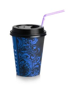 Der blaue pappbecher zum trinken mit strohhalm isoliert