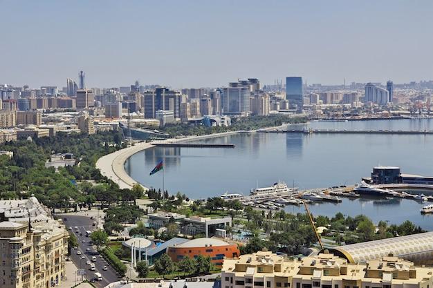 Der blick auf die altstadt von baku, aserbaidschan
