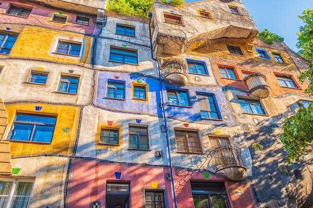 Der blick auf hundertwasserhaus in wien österreich