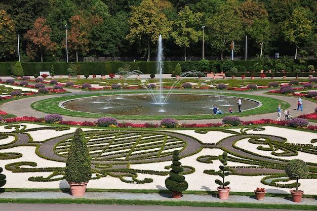 Der brunnen im schloss und park in ludwigsburg in deutschland