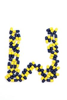 Der buchstabe w alphabet aus medizinischen kapseln