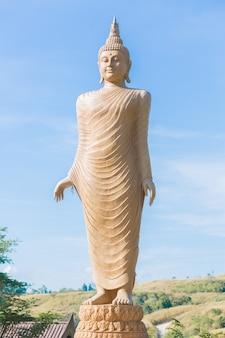 Der buddha status stehen