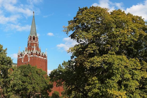 Der dreifaltigkeitsturm (troitskaya), kreml, moskau, russland