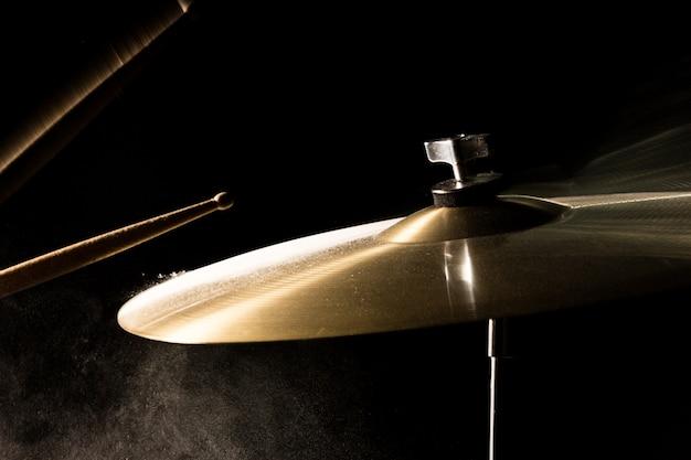 Der drumstick traf den absturz