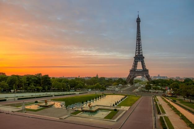 Der eiffelturm und die trocadero-gärten