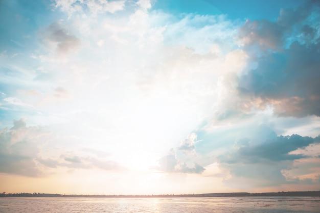 Der fluss im sonnenuntergang, pastellweinleseart