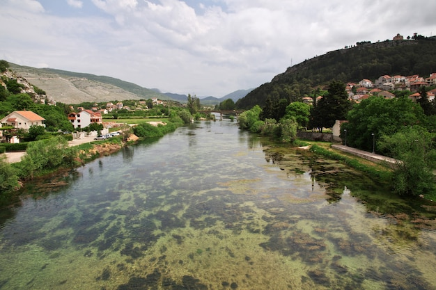Der fluss in trebinje, bosnien und herzegowina