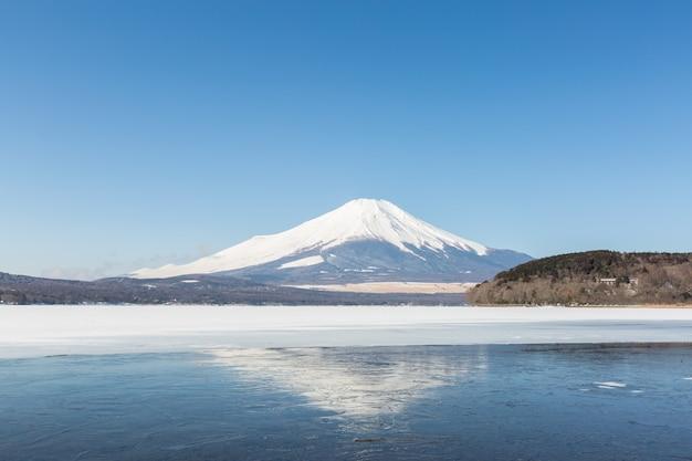Der fujisan gefrorener yamanaka see